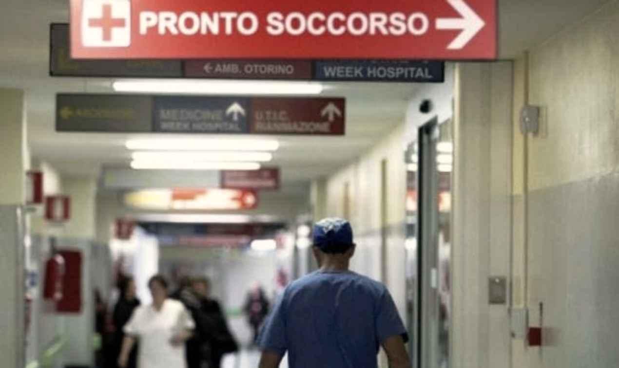 """""""Taci scimmia, tanto ne fai uno all'anno"""", madre insultata in Ospedale per le urla dopo la morte della sua neonata"""