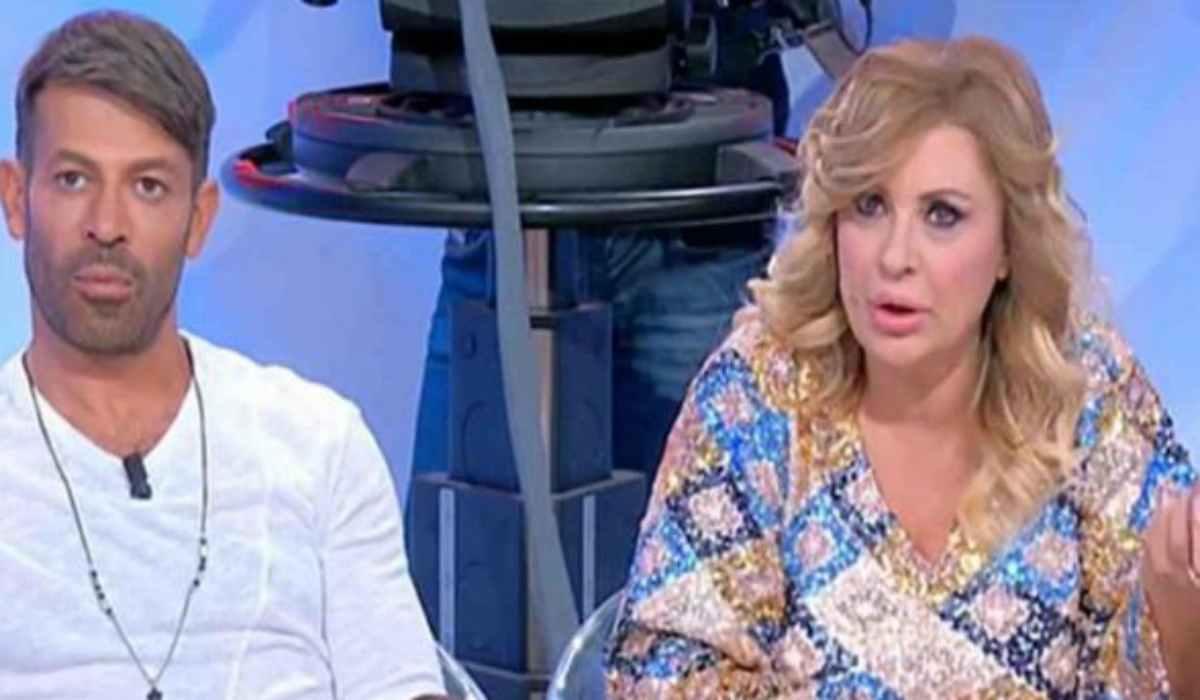 Tina furiosa durante la puntata di Uomini e Donne