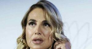 Barbara D'Urso, la conduttrice nel mirino dei gieffini