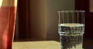 bere acqua prima di dormire