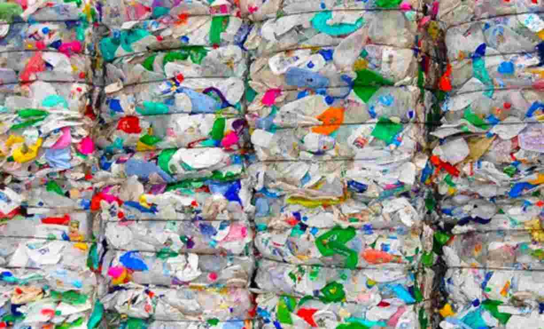 Caserta, trovato lago pieno di rifiuti