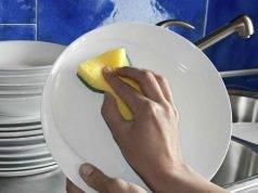 Lavare i piatti in modo naturale