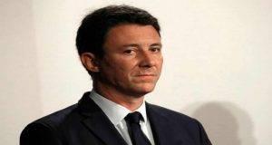 """Parigi, candidato sindaco si ritira per i video intimi diffusi sul web: """"Attacchi ignobili"""""""
