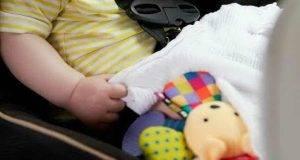 Neonato morto a Pisa, indagati i due genitori dopo l'incidente