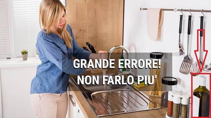 non scolare l'olio da cucina nel lavandino