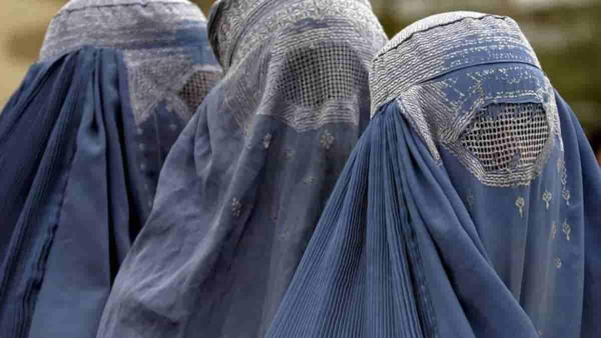 Talebani: sì ai diritti delle donne se vogliono avere un'istruzione o un lavoro