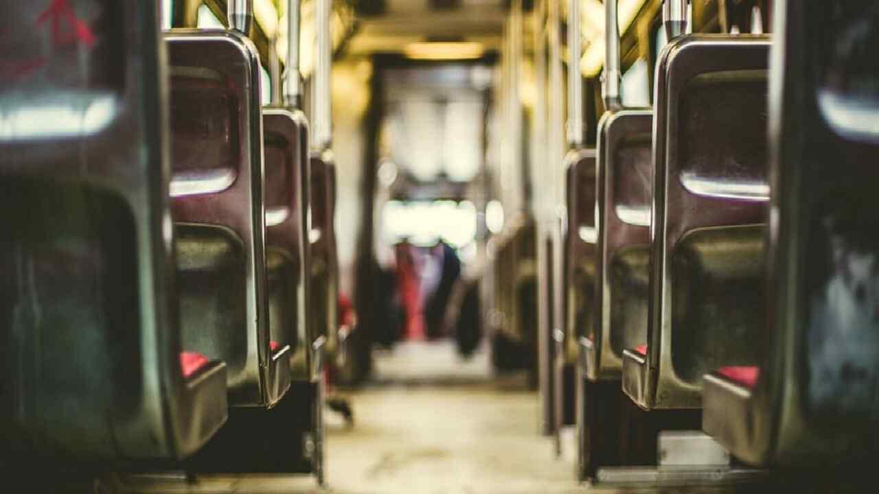 """Trasporti pubblici, lo studio di una app. De Micheli: """"Avviserà in caso di affollamento"""""""