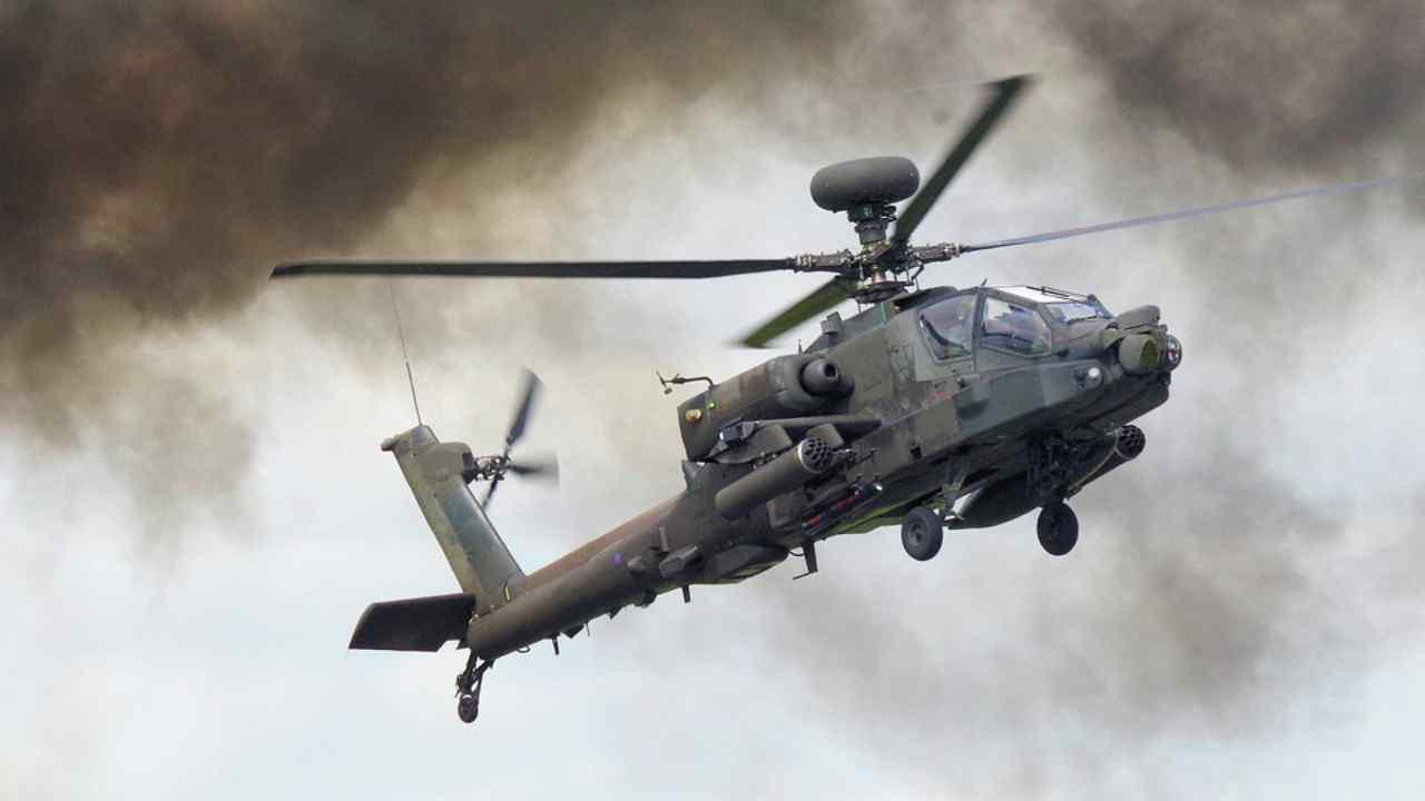 Elicottero Nato scomparso nel nulla con sei persone a bordo: trovati i rottami in mare