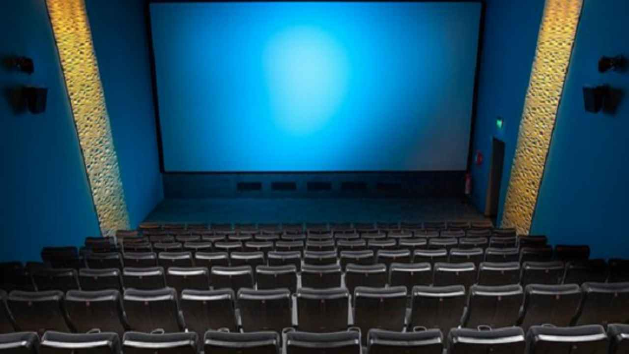 Fase due, le ipotesi per riapertura cinema e teatri: le linee del Governo
