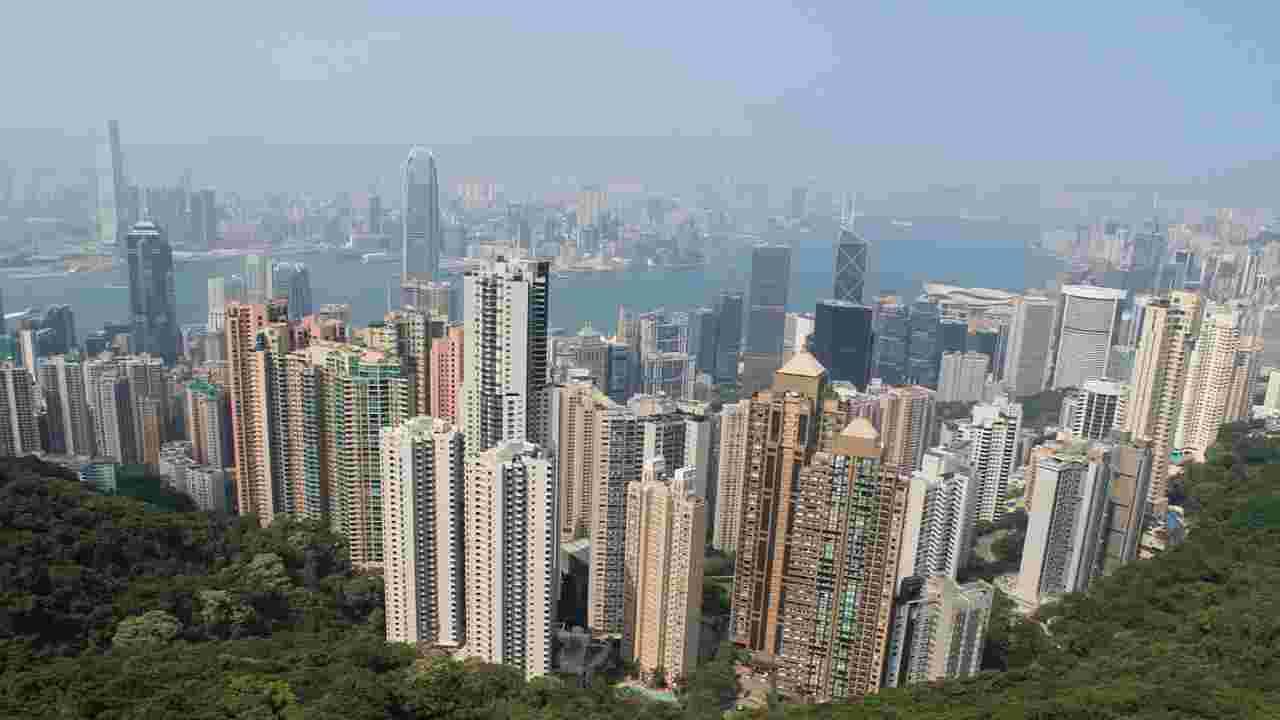 Hong Kong, marcia e proteste contro la nuova legge sulla sicurezza: lacrimogeni tra la folla