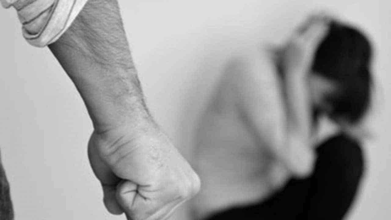 Donna stuprata alla Maddalena: fermato il 16enne che ha tentato di strangolarla