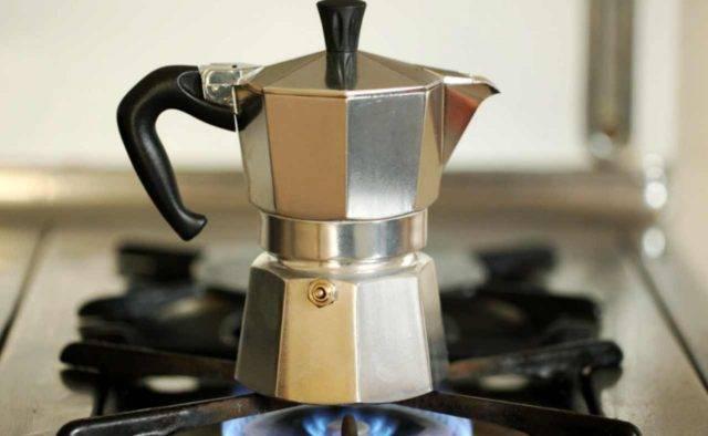 Moka, il trucco per pulirla correttamente: il caffè ha un altro sapore!