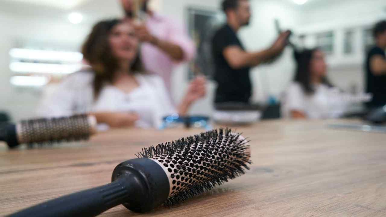 """Apertura parrucchieri ed estetiste, le parole di Di Maio: """"Se tutto va bene sì il 18 maggio"""""""