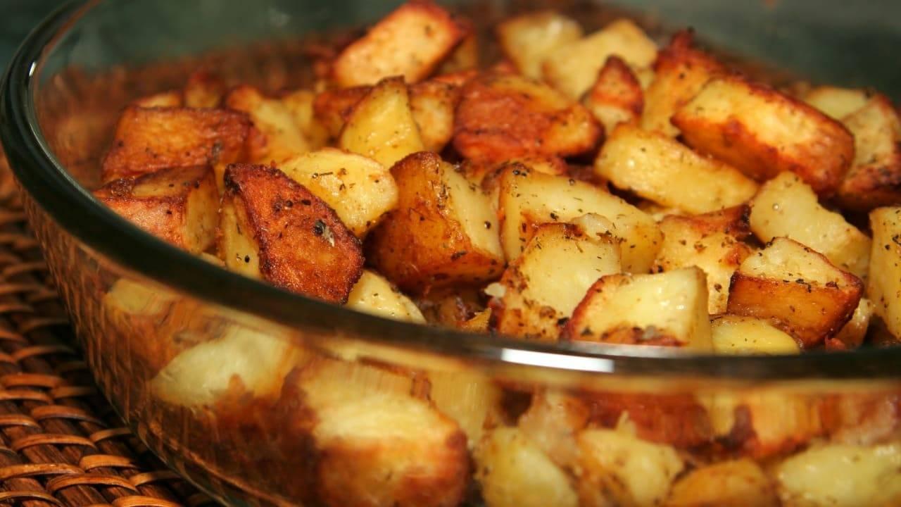 Patate fritte ma NON fritte: il segreto per farle al forno croccanti e leggere