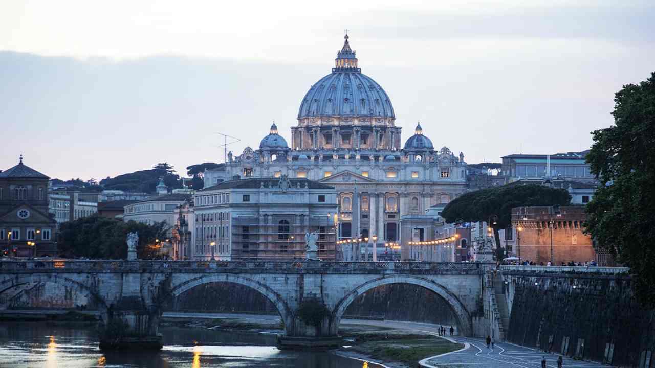 Vaticano, il Papa riparte con la prima messa dopo il lockdown con i fedeli