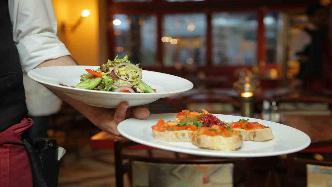 Fase due, ristoranti e bar: quali saranno le regole per tornare a mangiare fuori?