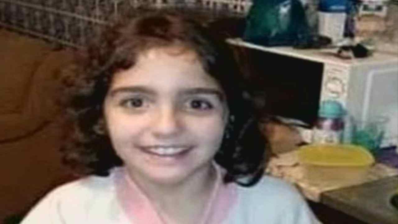 Bambina scomparsa di nove anni trovata morta: in manette matrigna e padre