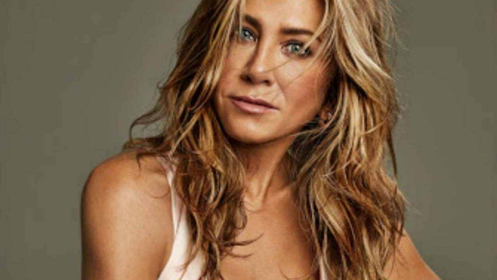 Jennifer Aniston nuda contro il COVID-19: allasta una sua foto senza veli