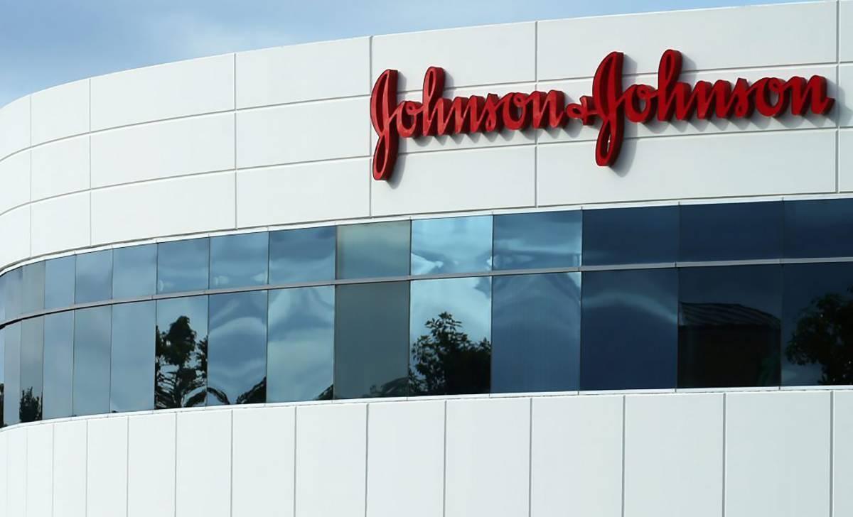 Johnson & Johnson, condannata a pagare 2,1 miliari di dollari per amianto nel talco