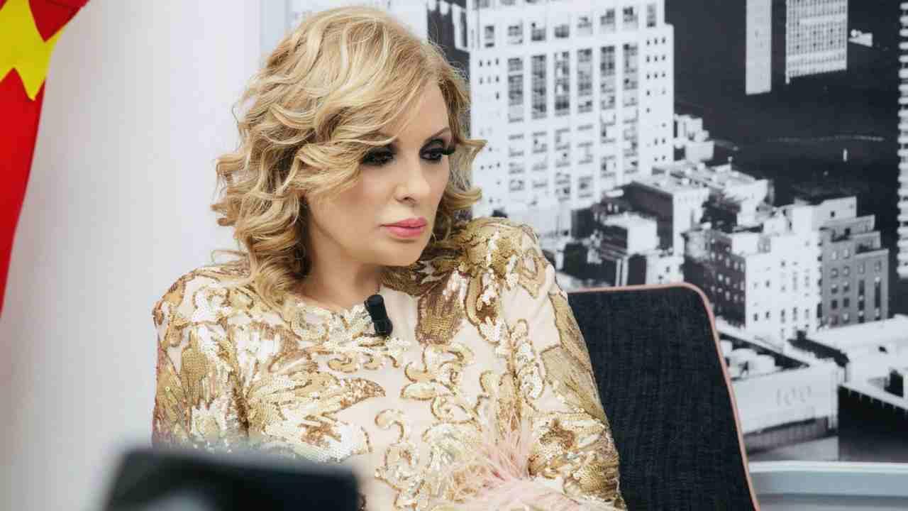 Programma Tv Ristrutturazione Casa uomini e donne, tina si prende una pausa dallo show: la fuga