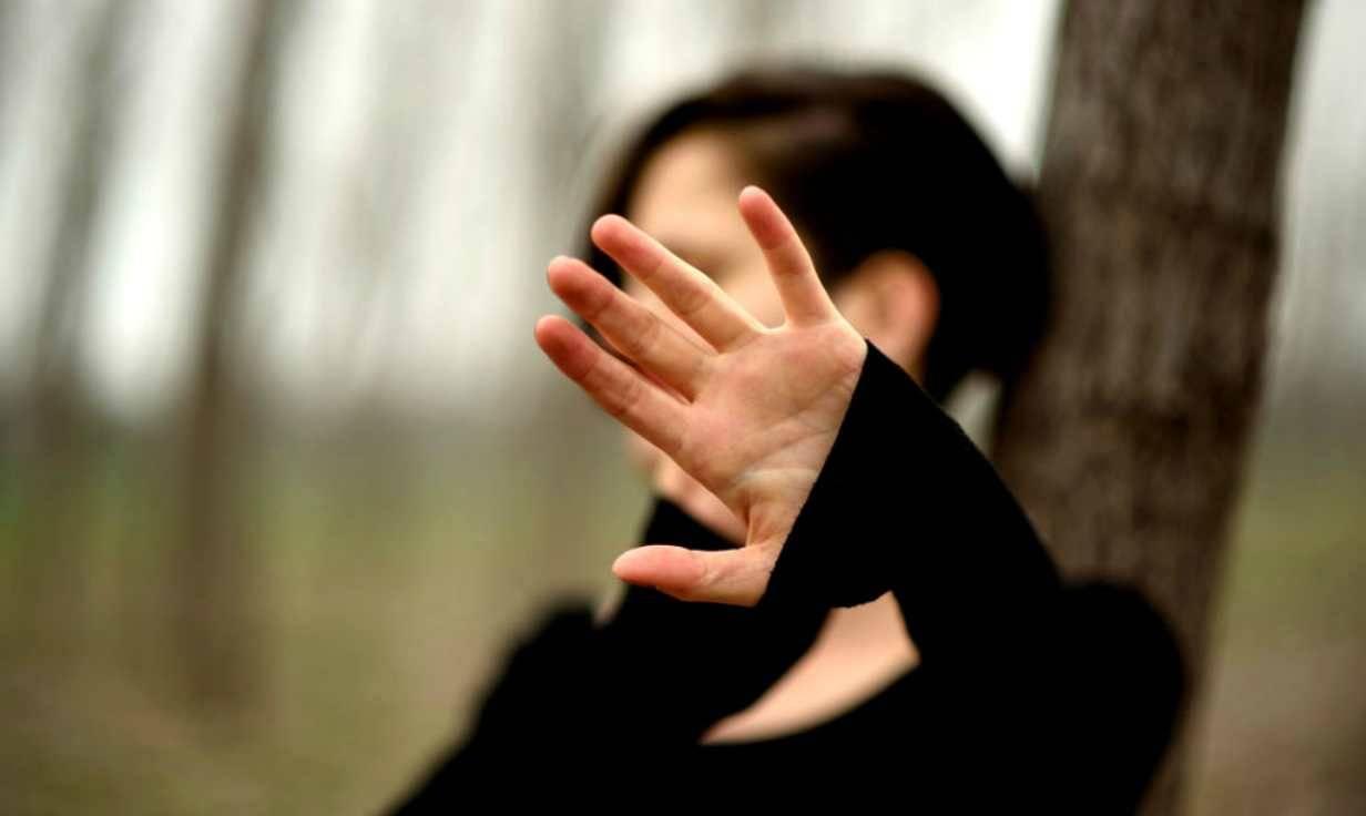 Ragazza bruciata viva dai suoi aggressori: non voleva essere violentata