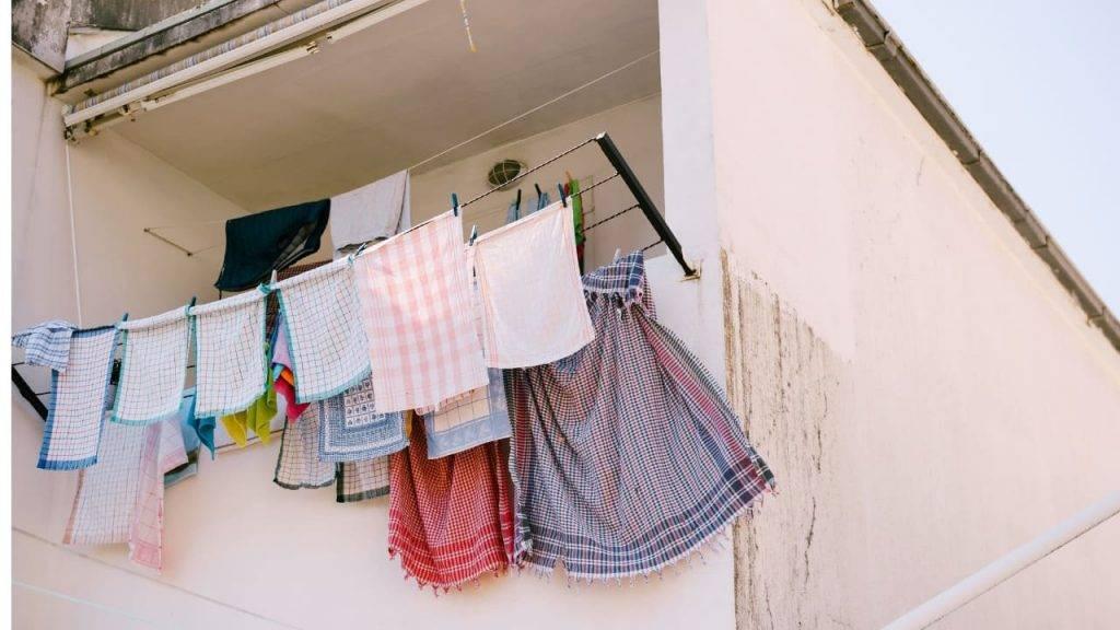 donna balcone tovaglia