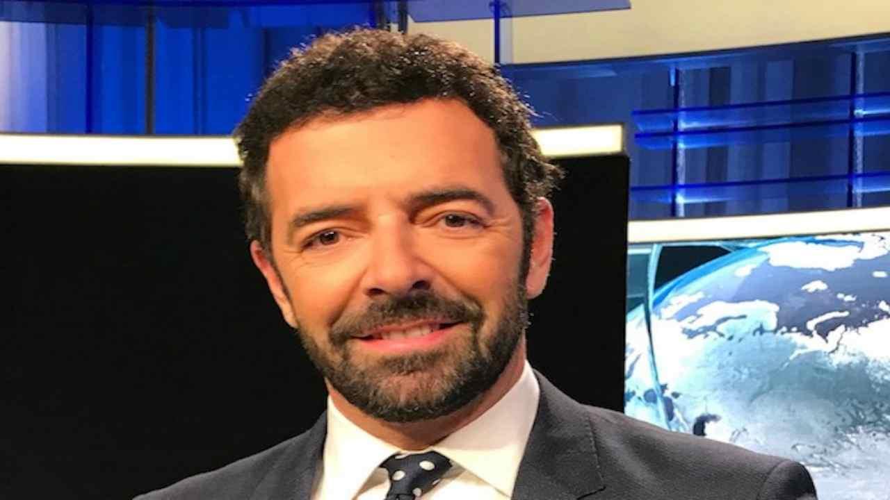 "Alberto Matano sbalordisce i fan ""Se ne va"""