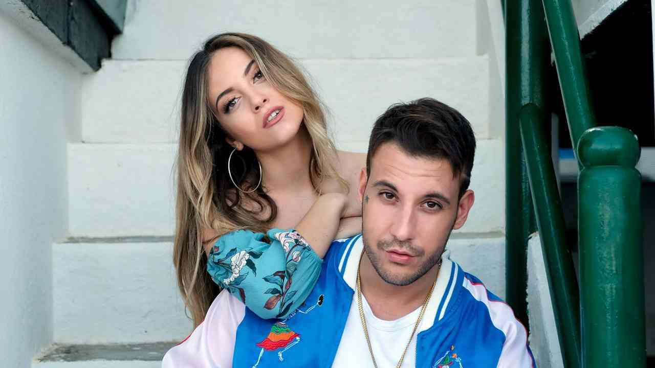 Ana Mena sexy insieme a Rocco Hunt, la FOTO prima dell'esibizione