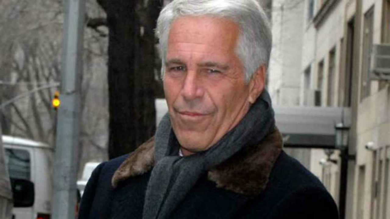 """Caso Epstein, Maxwell accusata da una donna: """"Mi ha stuprata 20 volte"""""""