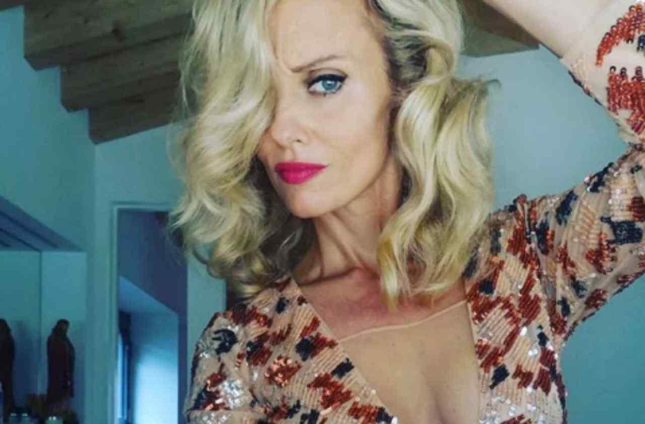 Justine Mattera glutei nudi: lo zoom mostra tutto, la showgirl esagera ...