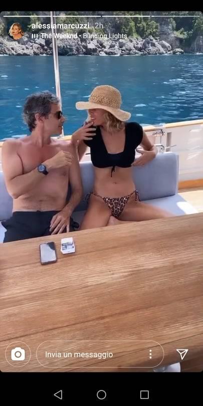 Alessia Marcuzzi in barca col marito