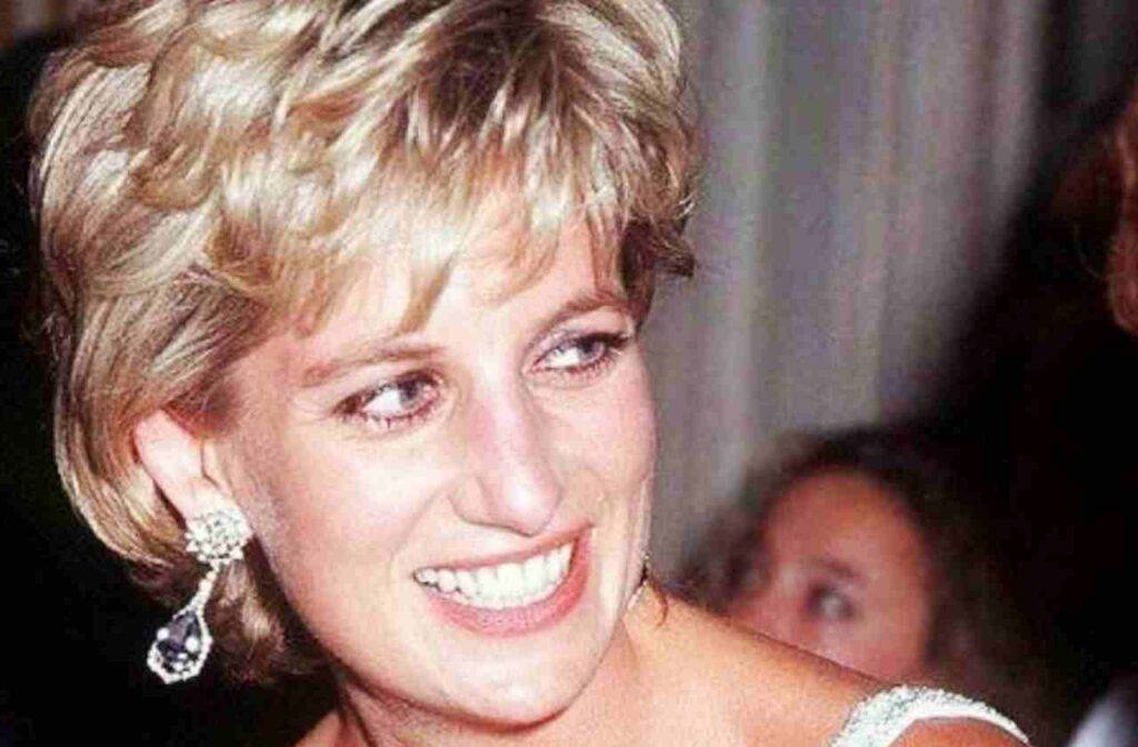 Lady Diana, la lettera scritta da giovane resa nota
