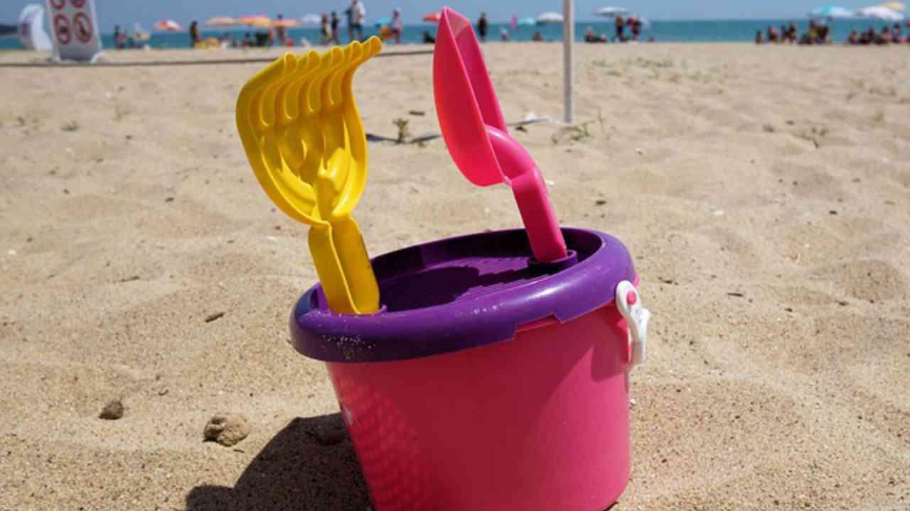 ENPA: basta con la tortura del secchiello degli animali in spiaggia
