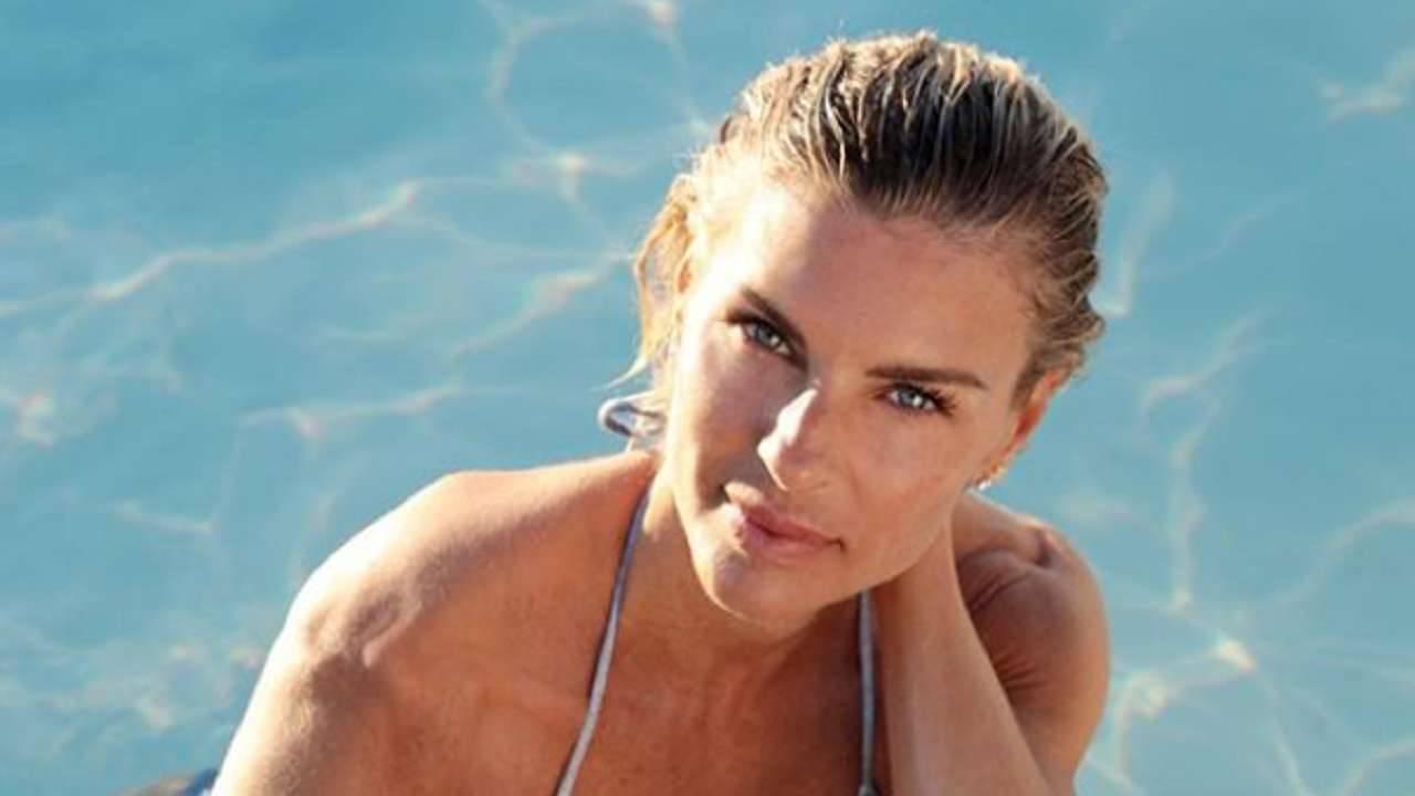 Martina Colombari bikini hot
