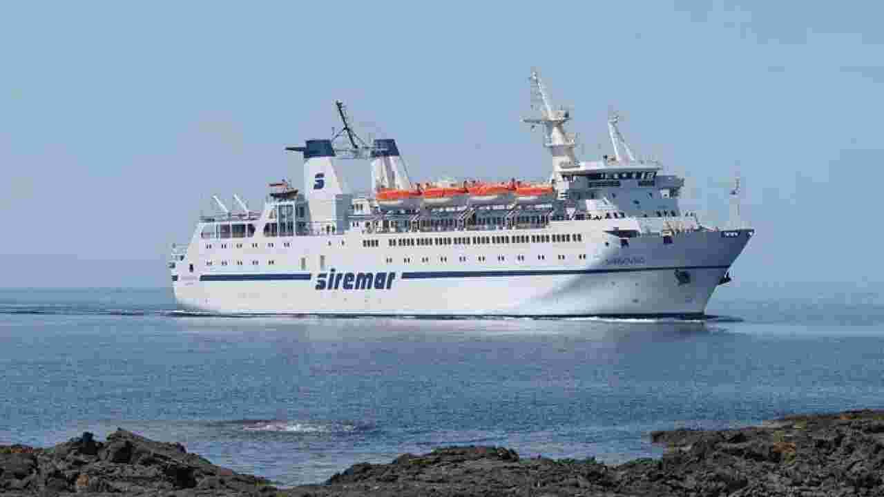 nave Aurelia sbarcata a Lampedusa