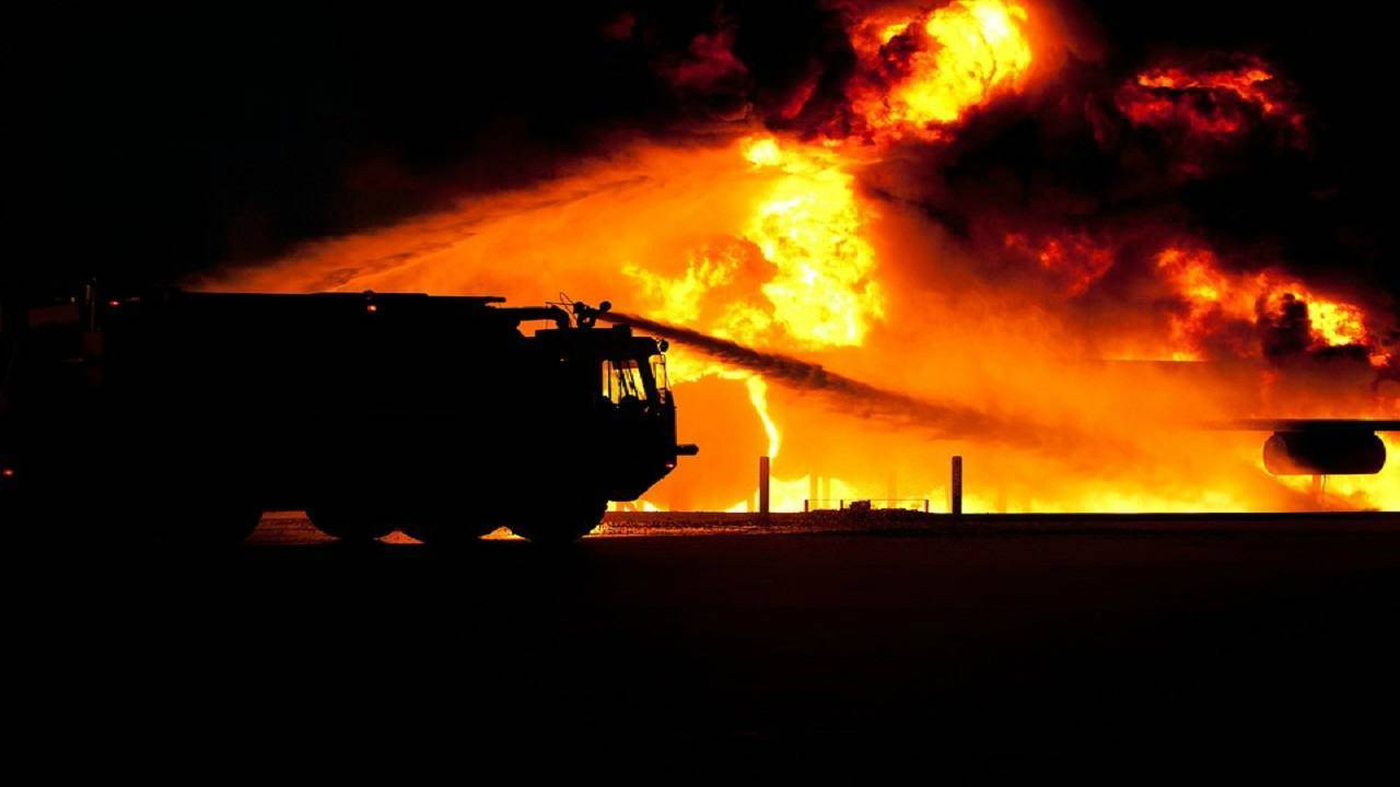 incendio in Sardegna turisti in fuga