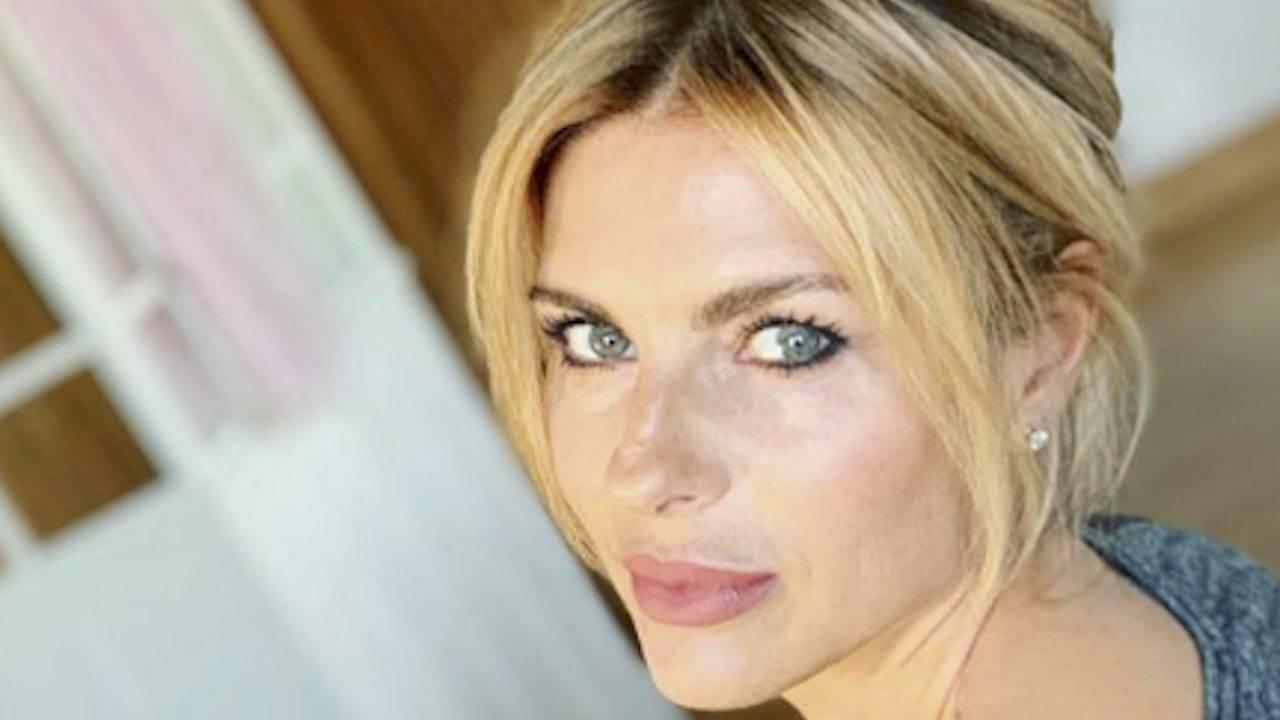 Martina Colombari attaccata sui social