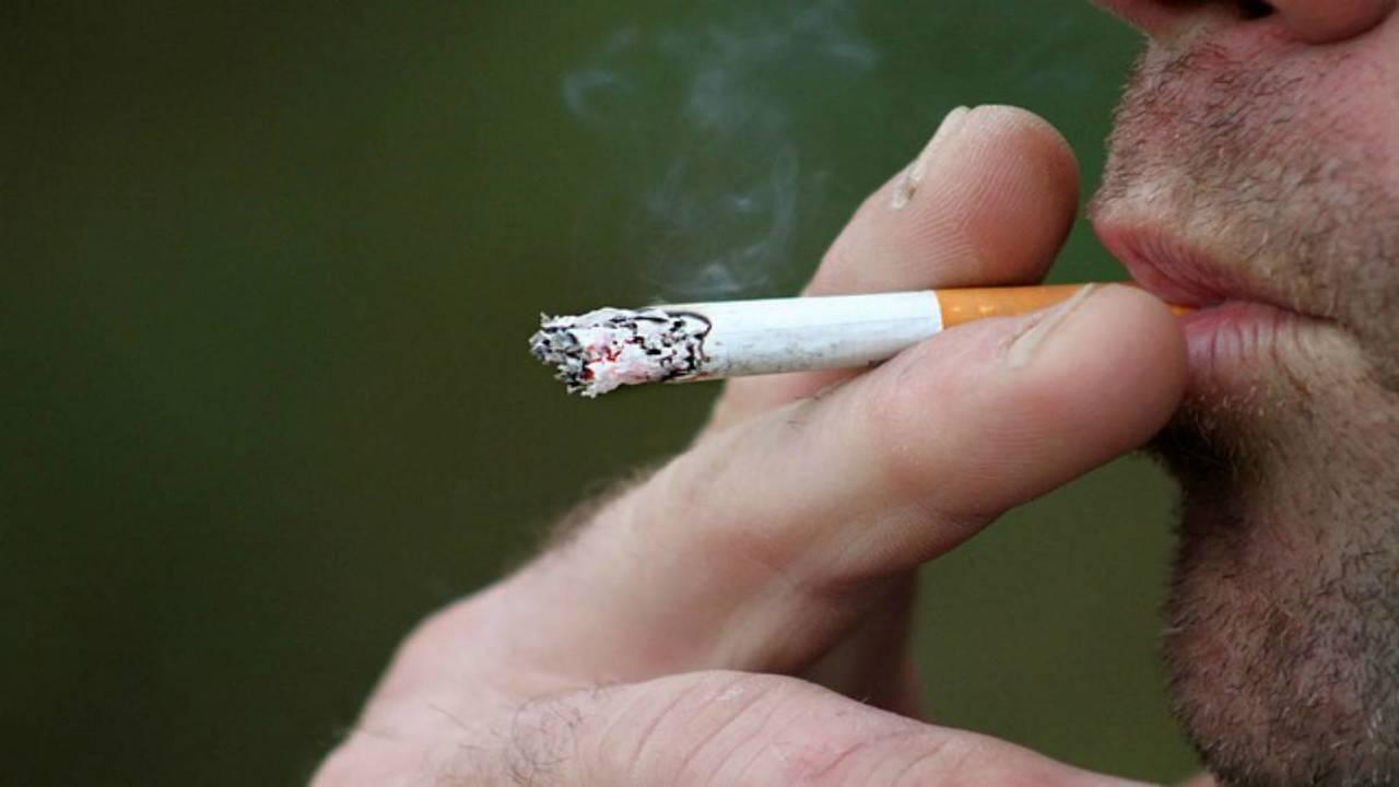 divieto di fumo per strada in Spagna