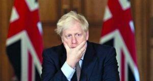 Johnson valuta lockdown serale in Gb