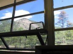 finestra scuola ferisce studentessa