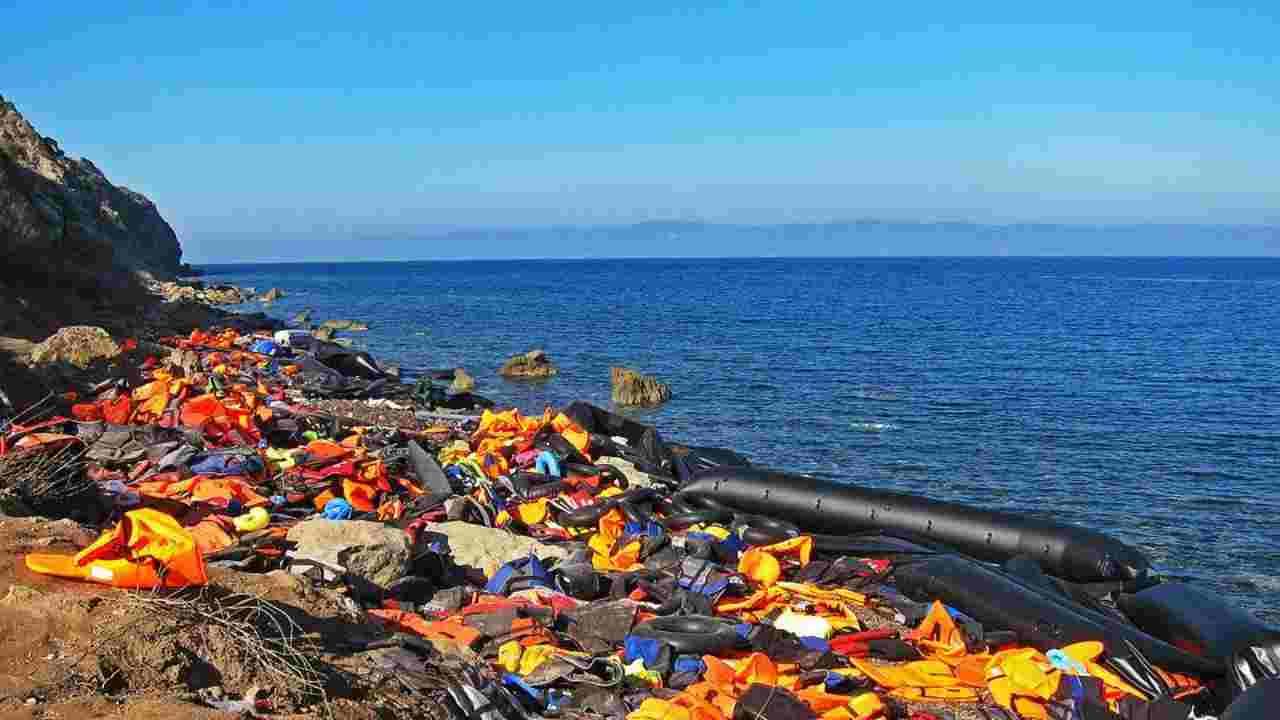 lesbo incendio campo profughi
