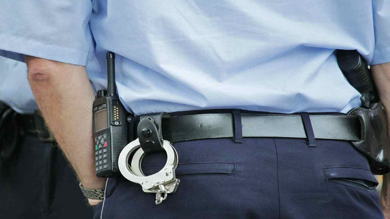 polizia cinese arresta ragazzina