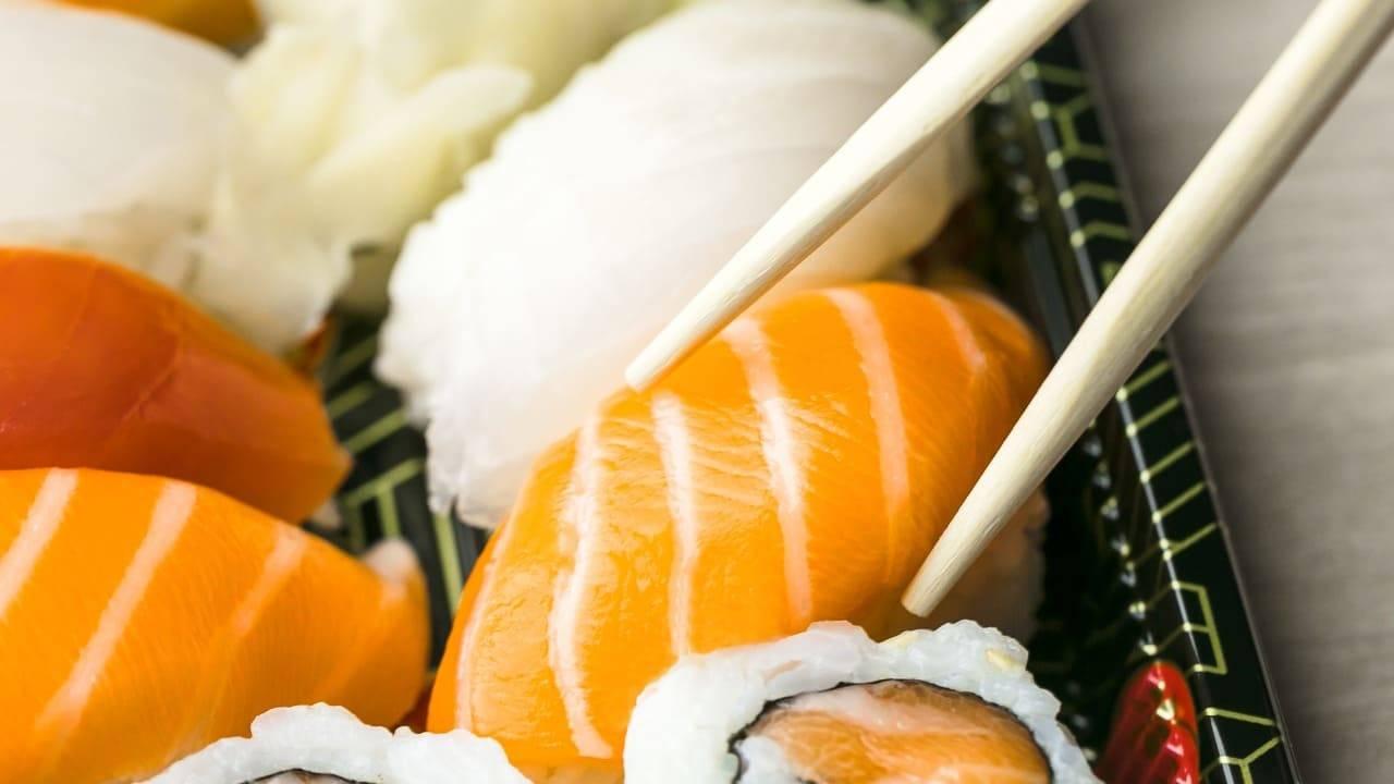 mangiano sushi asporto intossicati