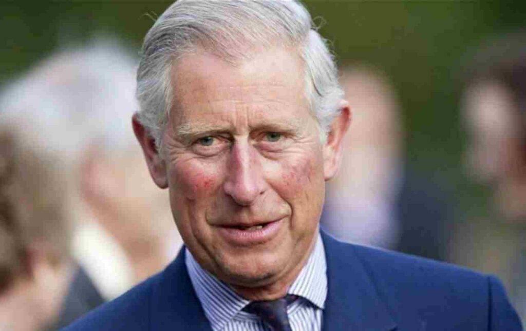 Principe Carlo, lo stesso cappotto da anni