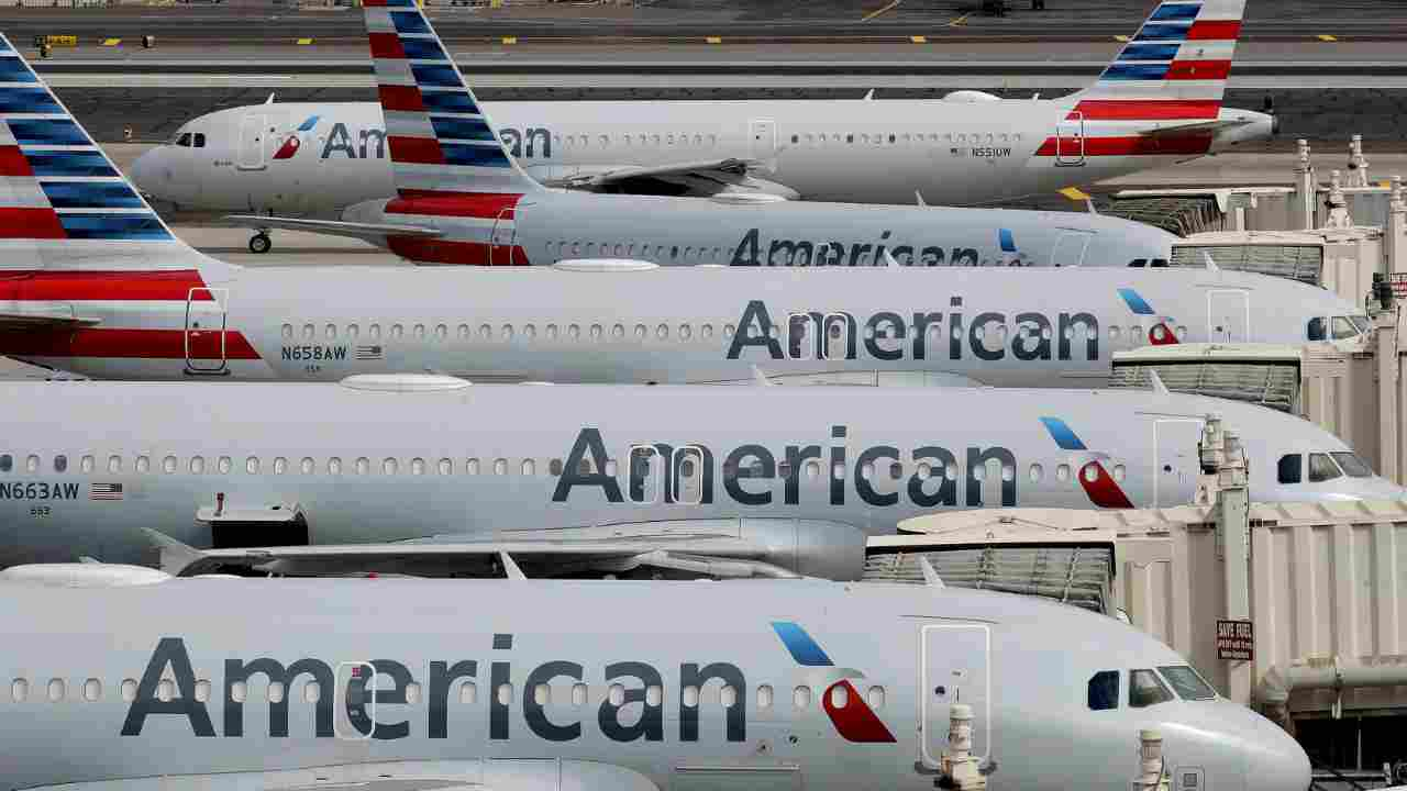 American Airlines, congedo non pagato per 19mila dipendenti