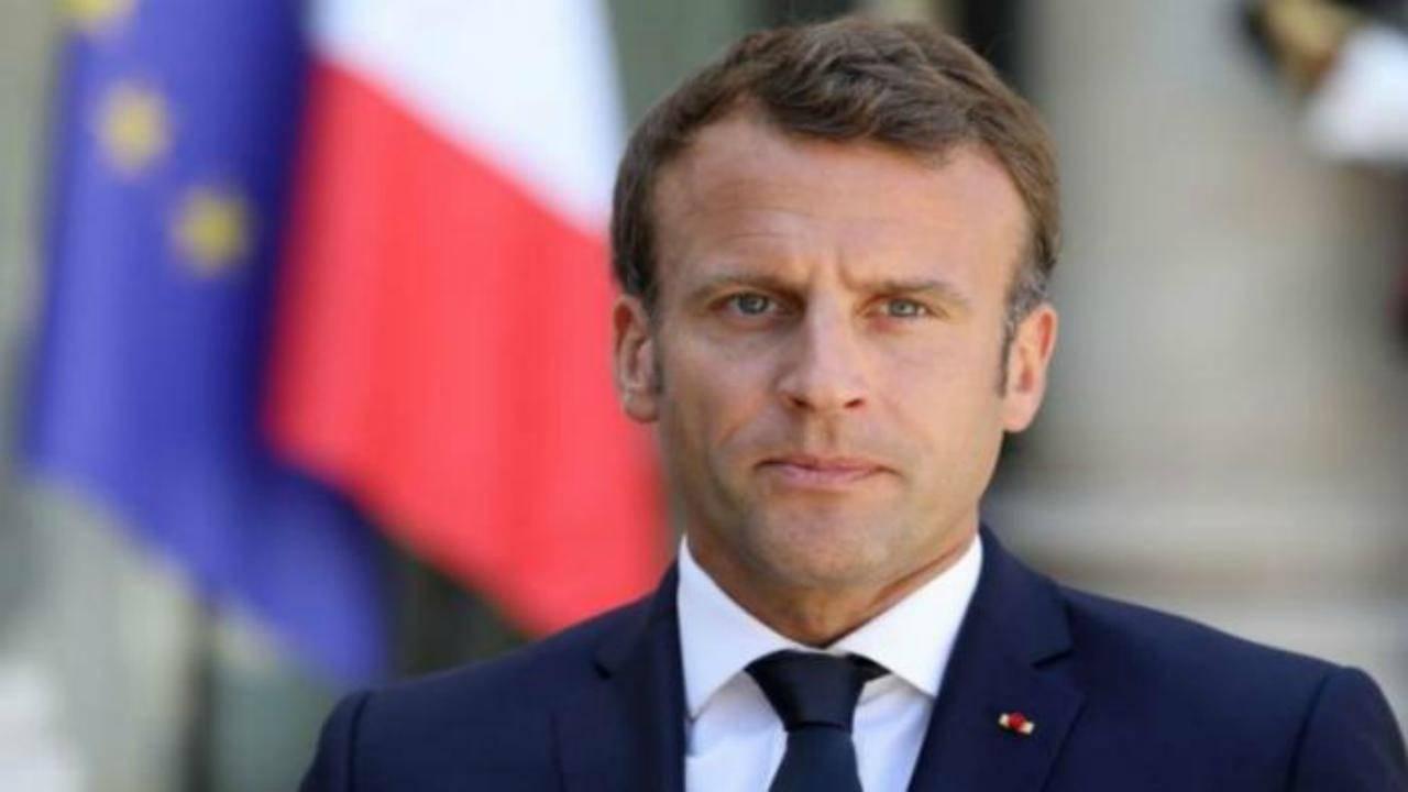 """Francia, l'annuncio del Presidente Macron: """"Coprifuoco a Parigi e altre otto metropoli"""""""
