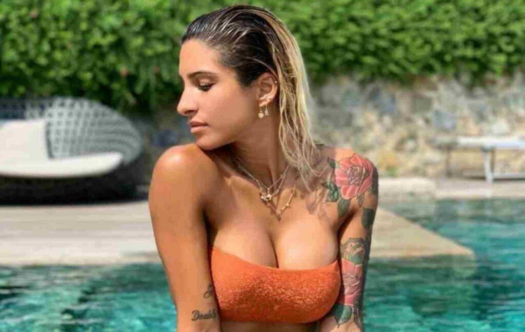 Erica Piamonte sensuale in una posizione bollente