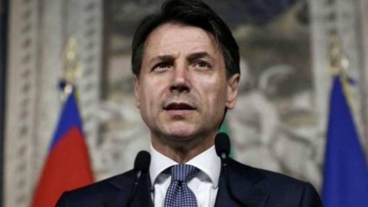 """Giuseppe Conte al Senato: """"Siamo costretti a compiere una sofferta operazione"""""""