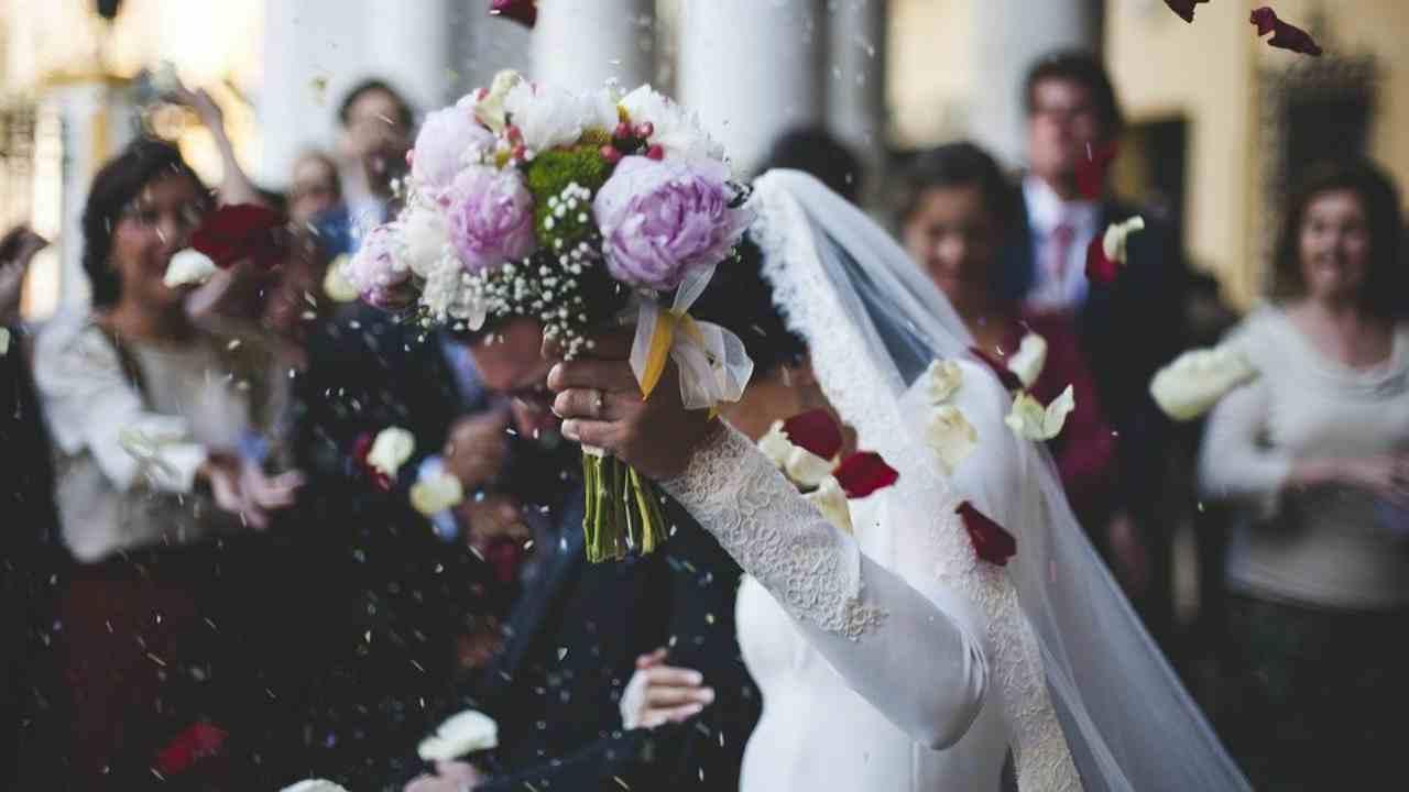 carabinieri interrompono festeggiamenti matrimonio