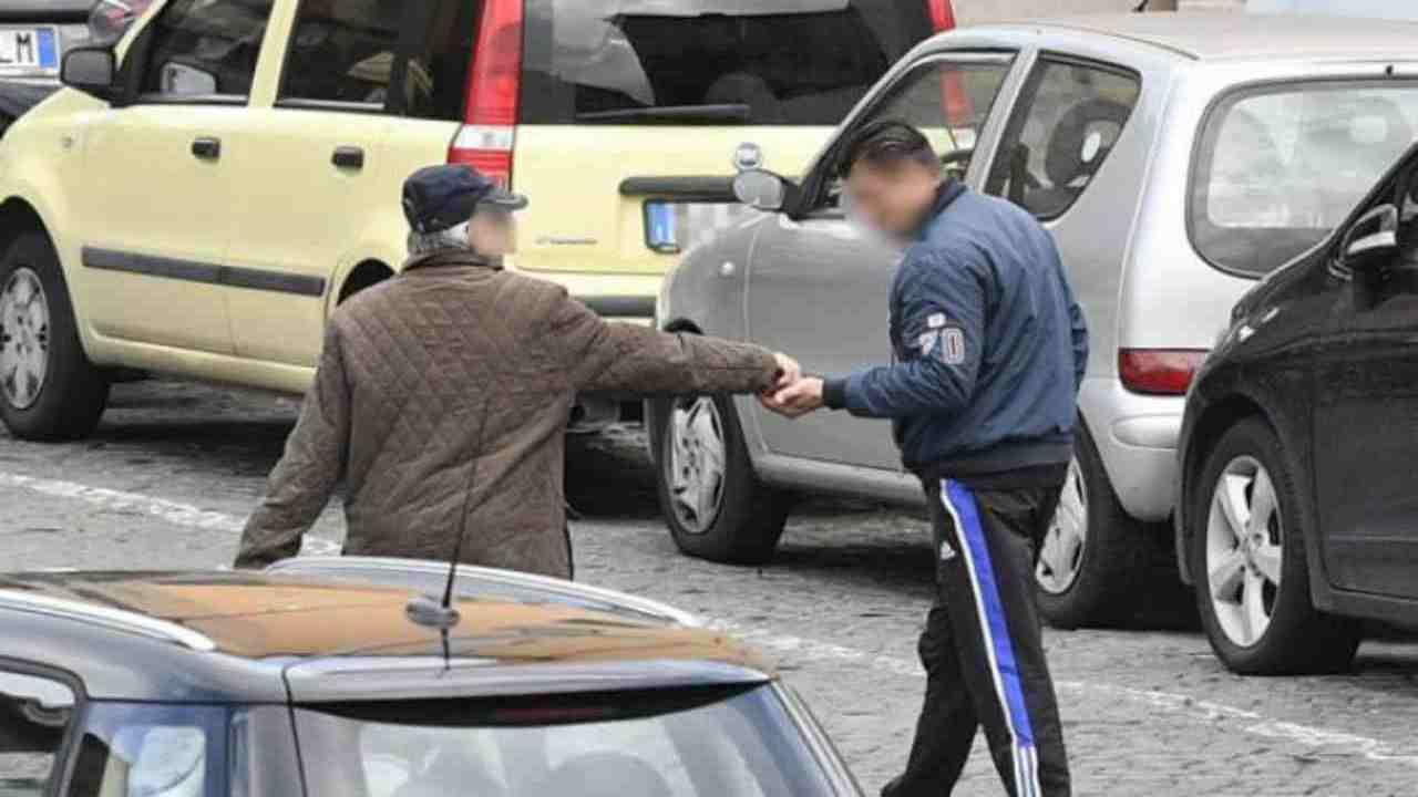 parcheggiatore abusivo con reddito di cittadinanza